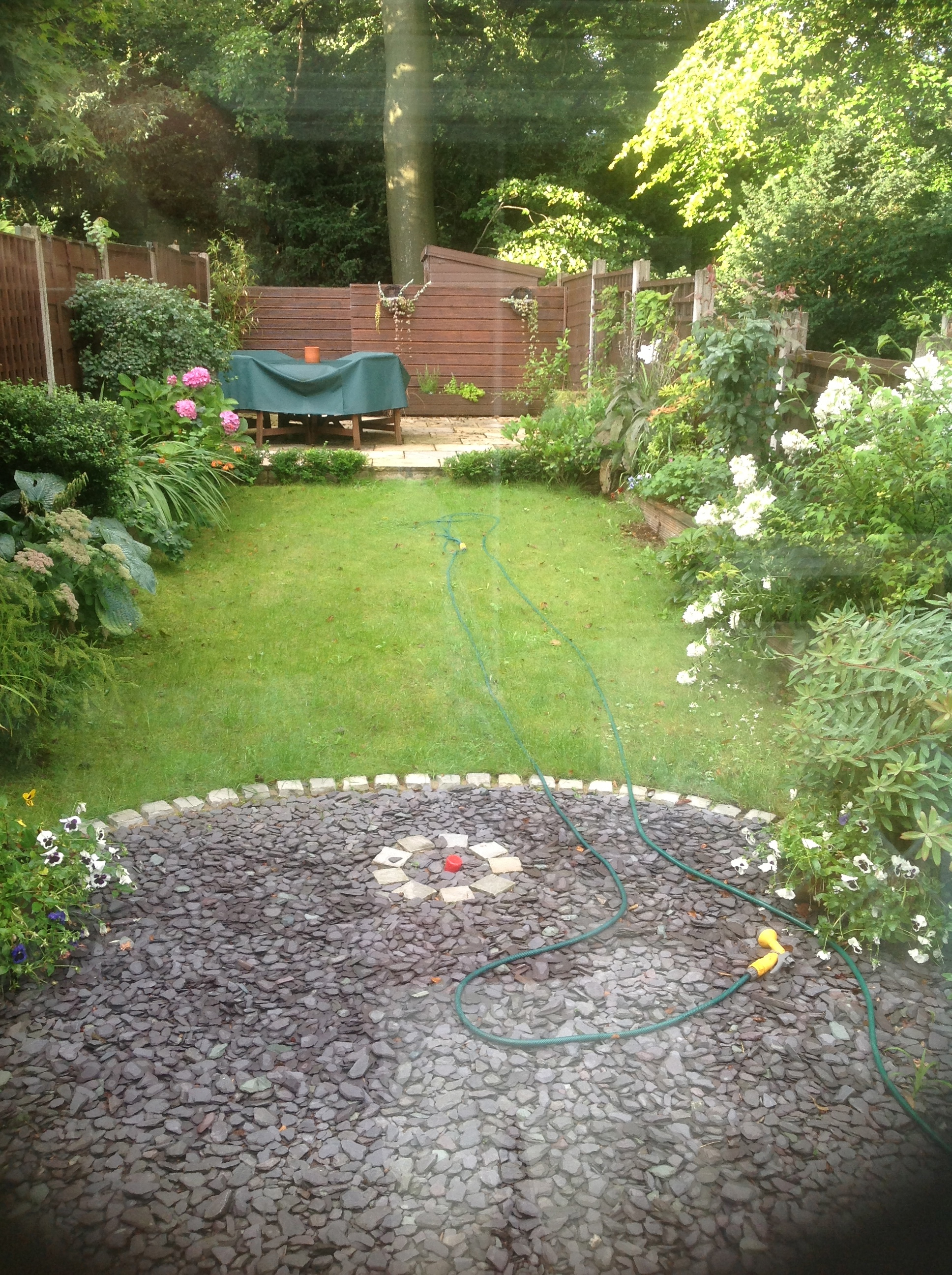 Garden projects piffling jobs for Flat pack garden decking